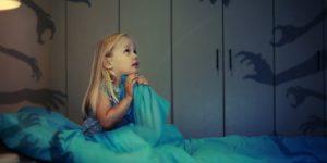 Anak menangis dan mengamuk dalam tidur. Nightmares atau night terror? Apa dan bagaimana?